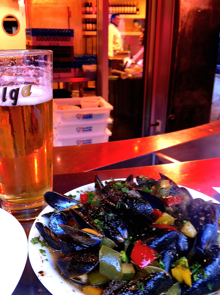 Beer and mussels at La Mer du Nord - Brussels| www.rtwgirl.com