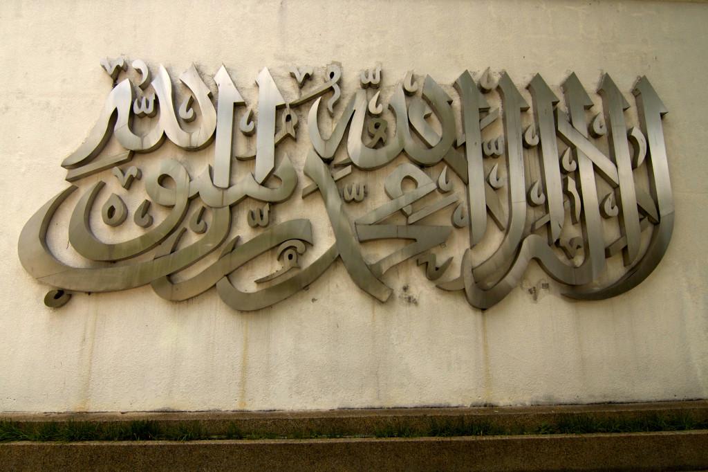 Masjid Negara Kuala Lumpur, Malaysia | www.rtwgirl.com