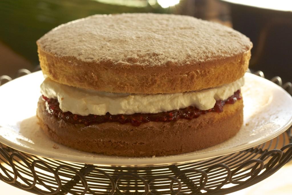 Victoria Sponge Cake   www.rtwgirl.com