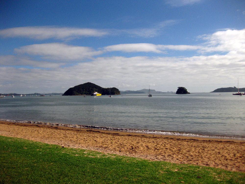 Beach in Paihia -Bay Of Islands New Zealand | www.rtwgirl.com
