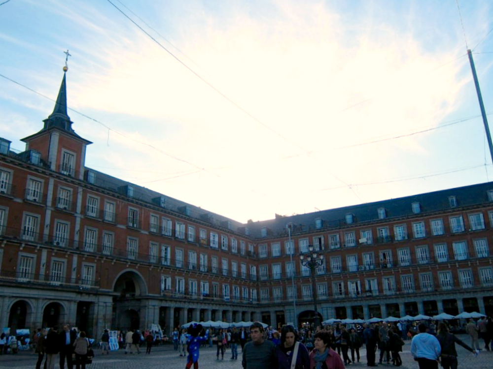 Plaza Mayor - Madrid | www.rtwgirl.com