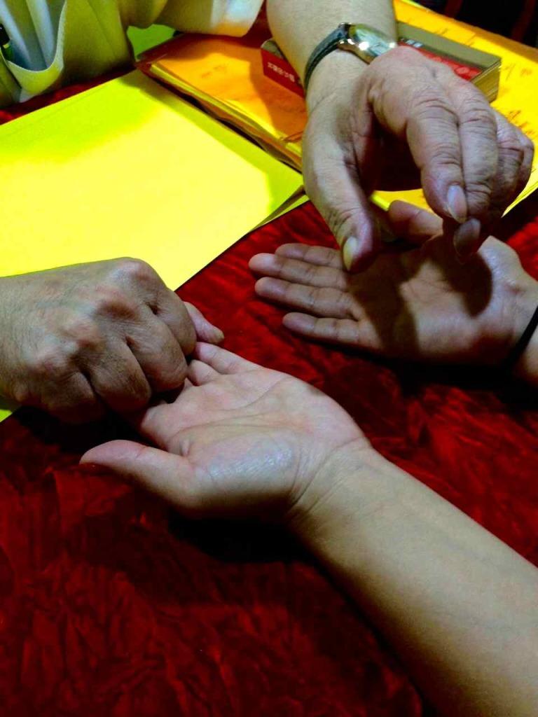 Fortune Teller Row Hong Kong Hong Kong Markets Hong Kong MTR   www.rtwgirl.com