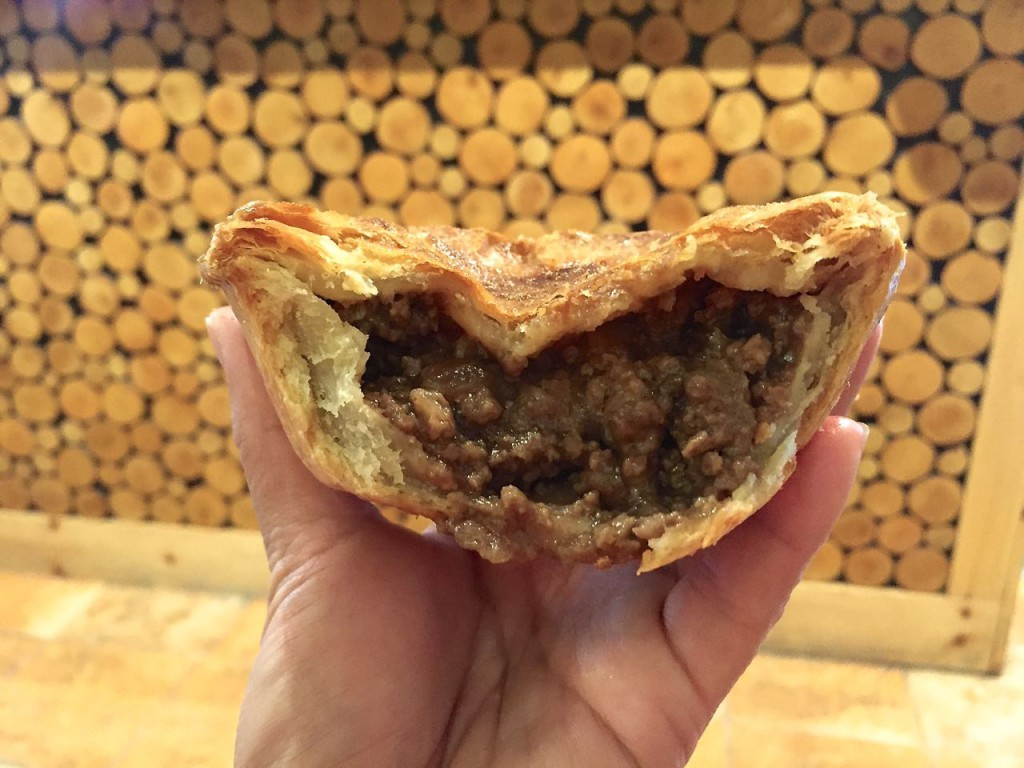 Peaked Pies Traditional Aussie