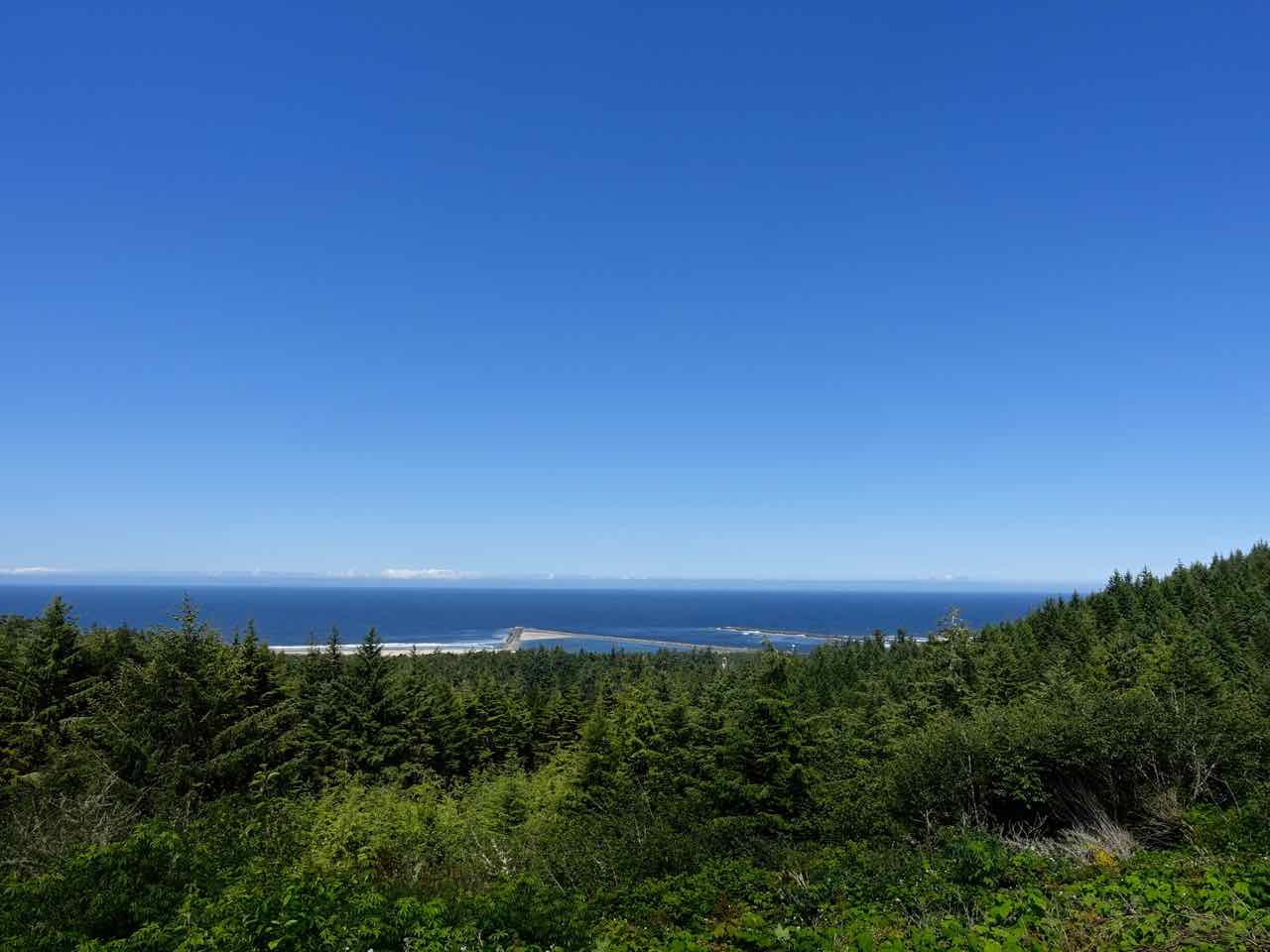 West Coast Road Trip: Umpqua Lighthouse State Park in Reedsport | www.rtwgirl.com