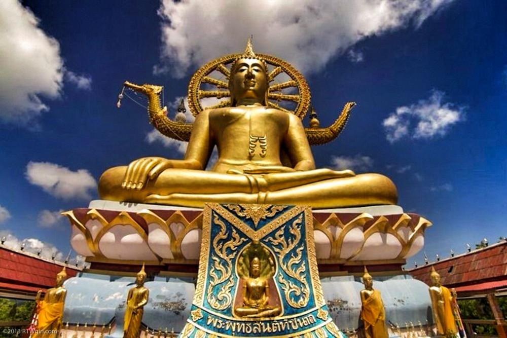 Thailand Photos - Visiting Wat Plai Laem | www.rtwgirl.com