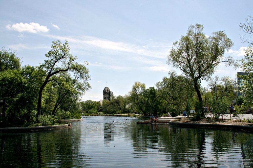 Assiniboine Park Winnipeg | www.rtwgirl.com